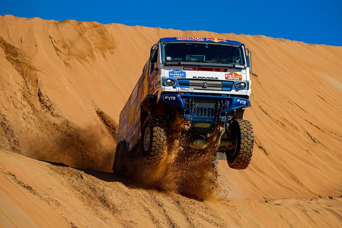 Kamaz-kopman Andrey Karginov is deze Dakar Rally een klasse apart.