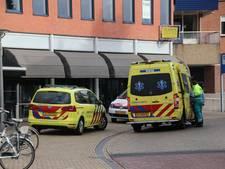 Fietser raakt gewond na botsing tegen autodeur in Rijssen