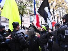 """Gaz lacrymogènes et projectiles: les """"Marches des libertés"""" chauffent déjà en France"""