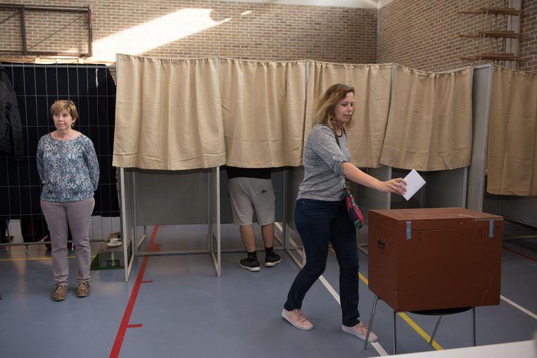 Net zoals bij de gemeenteraadsverkiezingen waren er stembureaus ingericht, maar de inwoners waren niet verplicht om te komen stemmen.