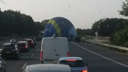 Heteluchtballon landt op Duitse snelweg: verkeer kan tijdig remmen