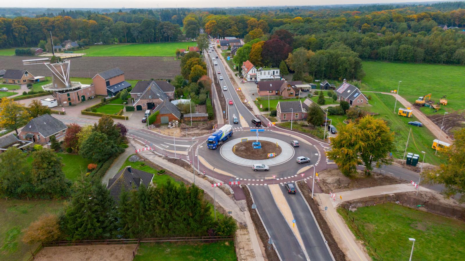 De nieuwe rotonde in de Holterweg bij Oude Molen.
