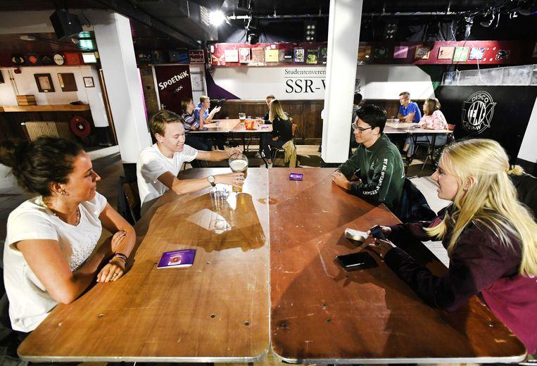 Eerstejaars studenten bij studentenvereniging SSR-Wageningen (SSR-W). Studentenverenigingen hebben dit jaar de helft meer aanmeldingen ontvangen dan vorig jaar.  Beeld ANP