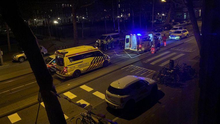 Ambulances vanwege de schietpartij op de Ceintuurbaan. Beeld Het Parool