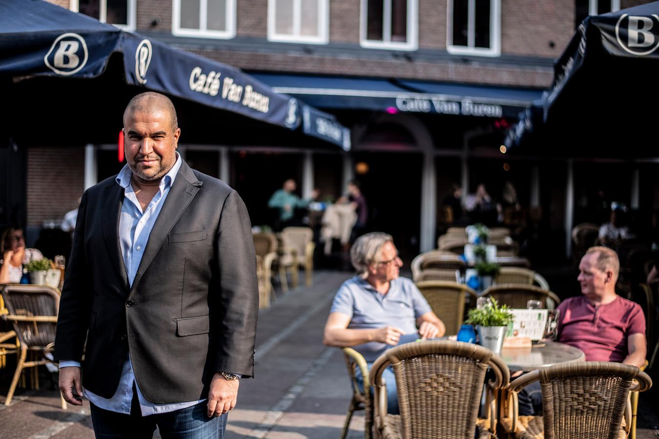 Khalid Oubaha op het terras van café Van Buren aan de Molenstraat in Nijmegen.