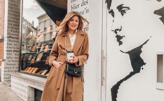 France devant la librairie en question.