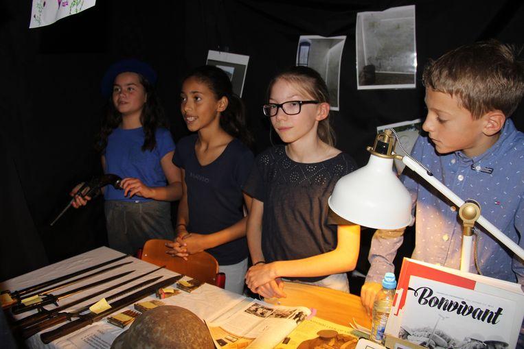 Aan de hand van authentiek materiaal toonden de leerlingen van meester Wim wat er gebeurde in de Eerste Wereldoorlog.