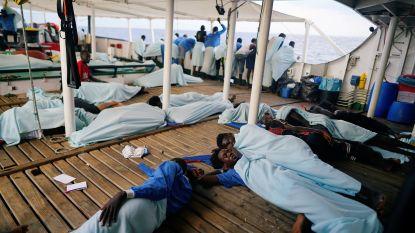 Reddingsschip met 87 migranten na tocht van meer dan een week aangekomen in Spanje