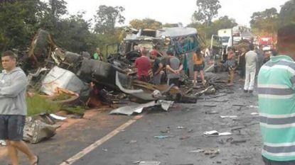 Dertien doden en 39 gewonden bij ongeval met autocar, minibus en twee trucks in Brazilië