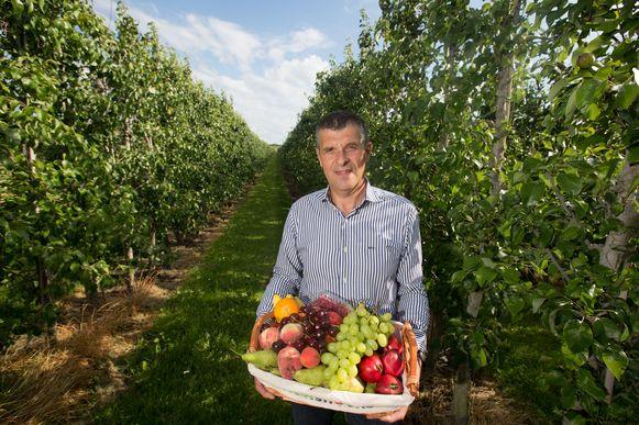 Fruitboer Karel Paesmans is blij dat hij naar tien dagen vakantie weer naar huis kan.