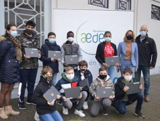 """Onderneemster schenkt computers aan Bernardustechnicum Oudenaarde: """"Ik wou iets doen voor jongeren en hoop dat collega's me volgen"""""""