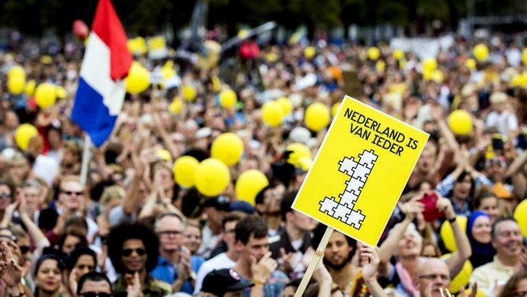 Publiek op het Museumplein tijdens de manifestatie van IEDER1. Met de parade en manifestatie wil de organisatie de etnische en culturele diversiteit in Nederland vieren. Beeld anp