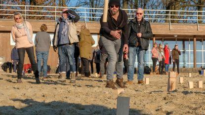 150 Kubb-spelers bekampen elkaar op strand Sport Vlaanderen