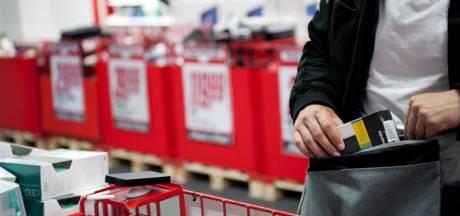 Shirtwissel helpt winkeldief niet: na achtervolging in Tilburg uit sloot gehaald door agenten