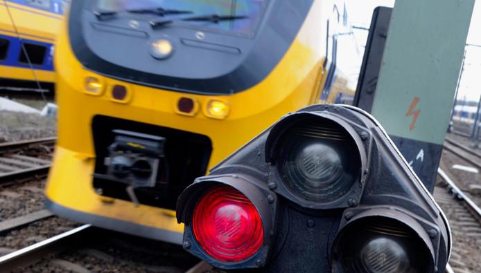 2012-04-26 10:13:21 UTRECHT - Seinen, wissels en treinen op Utrecht Centraal. ANP XTRA LEX VAN LIESHOUT