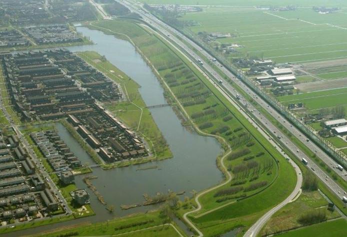 De geluidswal naast de A12 richting Rotterdam.