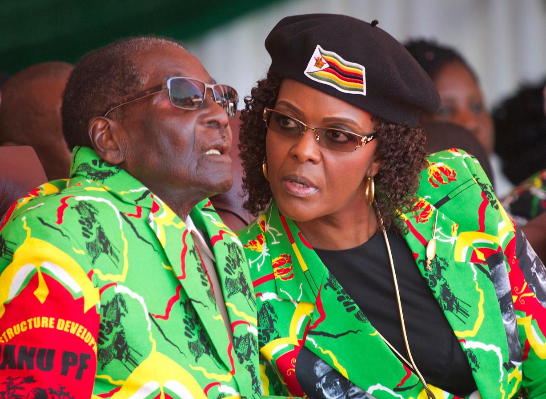 De Zimbabwaanse president Robert Mugabe en zijn vrouw Grace.