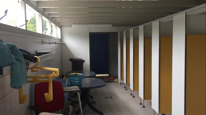 De kleedruimtes bij het Julianabad.