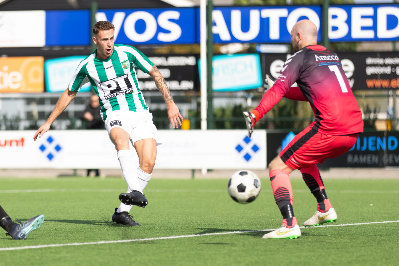 Ook Sen Aerts (links) pikte zijn doelpuntje mee in Groesbeek. (archieffoto)
