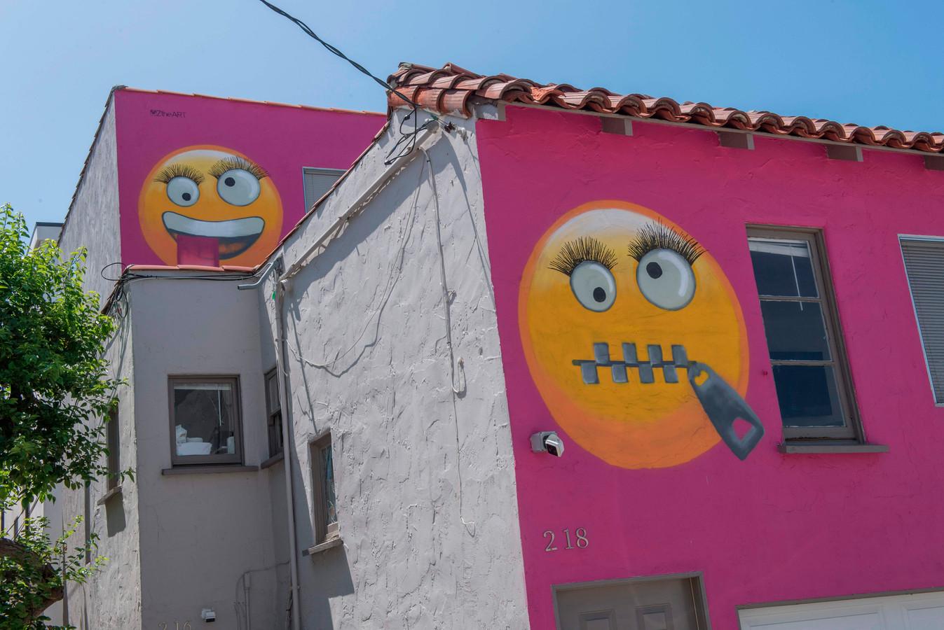 Les deux emojis géants scandalisent une riveraine, qui se sent visée par sa voisine
