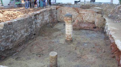 Archeologen ontdekken eeuwenoude zuilen onder speelplaats DvM