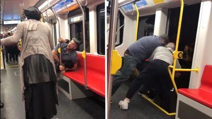 """Twee mannen proberen zwarte twintiger hardhandig uit tram te gooien omdat hij """"te luid muziek speelde"""""""