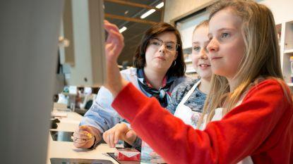 """""""Veel leuker dan in de les zitten"""": jongeren draaien halve dag mee bij Albert Heijn"""