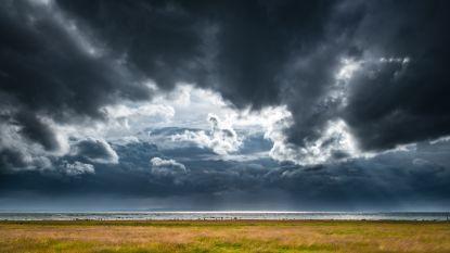Onstuimige zondag met rukwinden tot 80 km/u door storm Atiyah