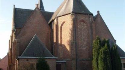 Vlimmerse oorlogsslachtoffers krijgen gedenkplaat aan Sint-Quirinuskerk