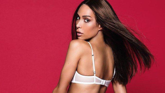 Voor het eerst is transgender model Playmate