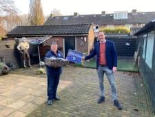 Hij ontvangt de FOX-ploeg, fikst stoeltjes en verhelpt lekkages: PEC Zwolle zet vrijwilliger Richard in het zonnetje
