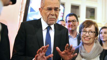 Oostenrijkse president slaat coronaregime in de wind: betrapt na sluitingstijd in restaurant