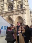 Joost Eijsbouts bij de Notre-Dame voor de inzegening van de Mariaklok.