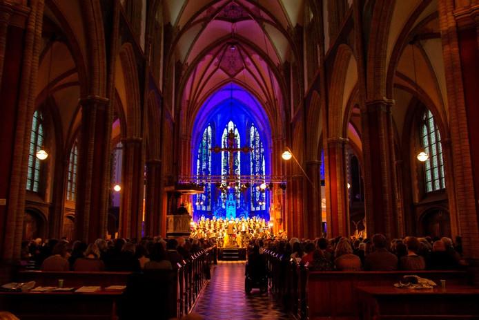 Een volle St. Werenfriduskerk voor de 'Matthäus Passion'.