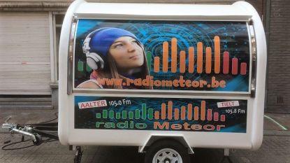 Radio Meteor op zomertournee langs de kust