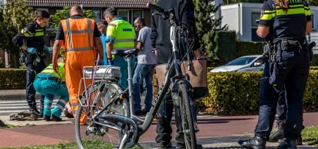 Fietsster en automobilist gebotst in Oosterhout, vrouw gewond aan hoofd