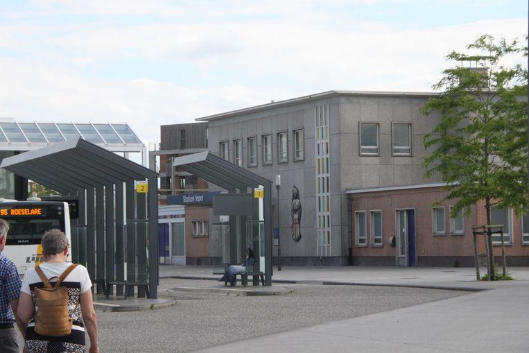 Het Ieperse stationsplein.