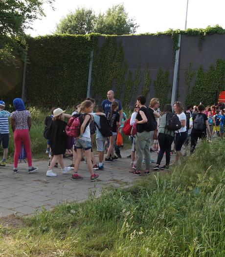 Schoolreisje naar de Efteling eindigt met pech langs de weg voor klas uit Uithoorn
