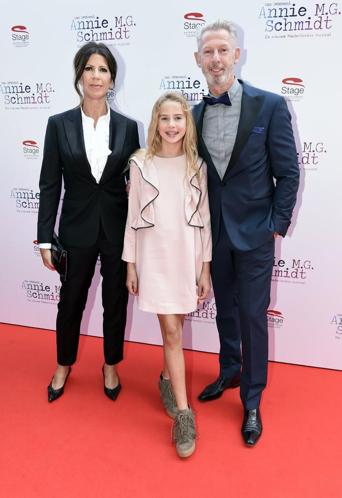 Isa Hoes met haar dochter Vlinder en haar broer Onno.