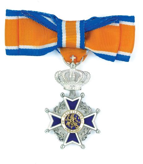 Mevrouw Van Dam-Bouweriks (78) Lid in de Orde van Oranje-Nassau