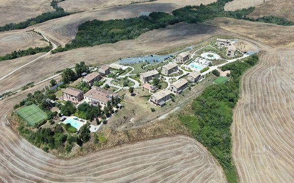 Het drama gebeurde op deze droomlocatie in het Italiaanse Toscane, met 12 villa's en 33 appartementen.
