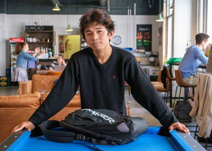 De 17-jarige Sithis Yim Samnang uit Cambodja wilde deze zomer terug naar huis, maar het gaat niet.