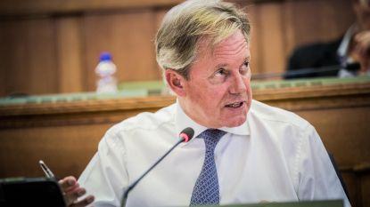 Geert Versnick is ere-schepen, ondanks bezwaren van alle bijna partijen