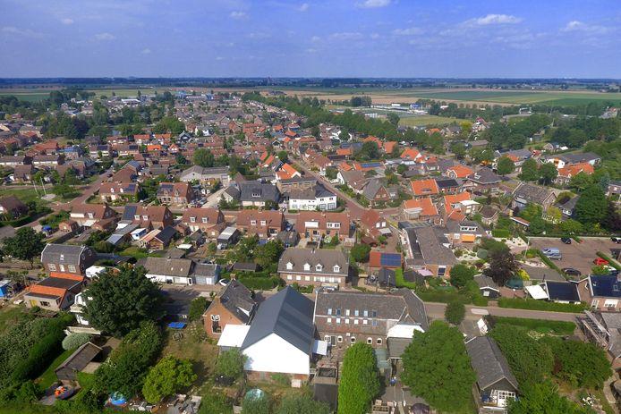 Een luchtfoto van Nieuwendijk.