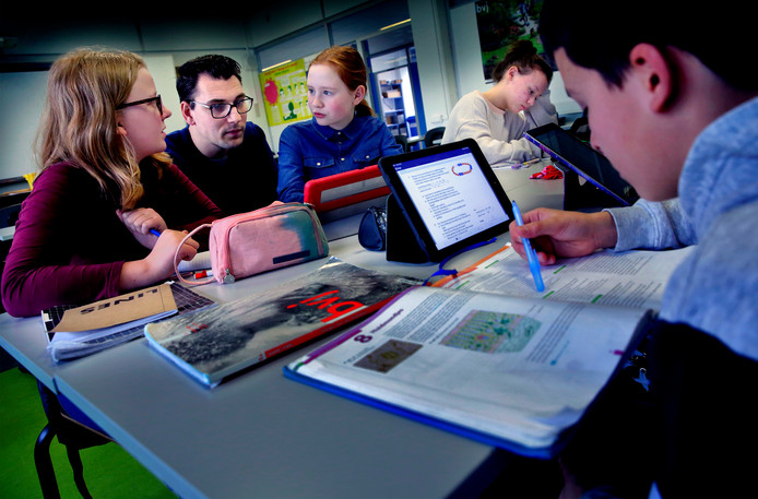 Tijdens een Dalton-uur kunnen leerlingen hun huiswerk vast maken of bijles nemen in een vak naar keuze.