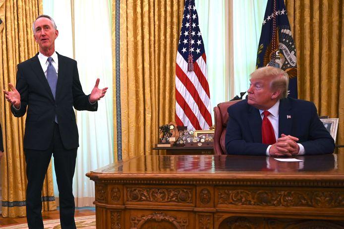 Daniel O'Day, ceo van Gilead, spreekt in The Oval Office van president Donald Trump.