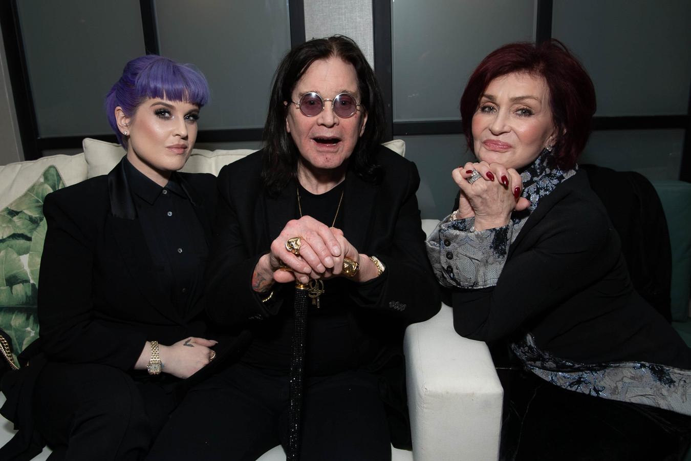 Kelly Osbourne met haar vader Ozzy Osbourne en moeder Sharon Osbourne.