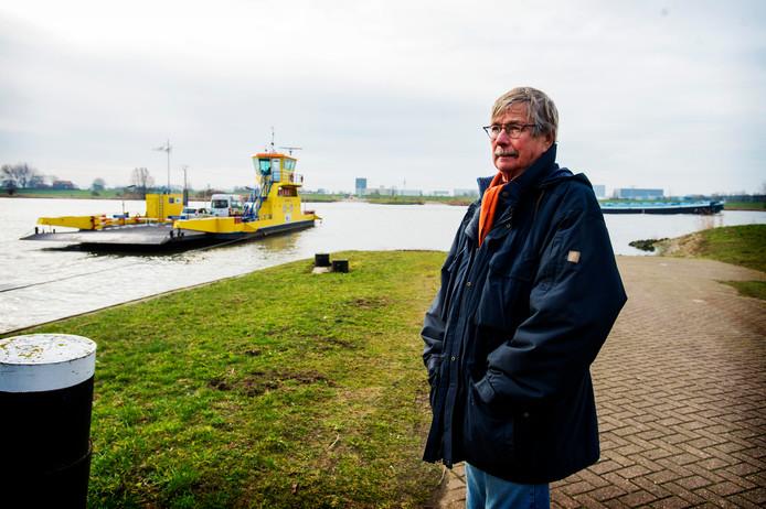 Peter Groenestein van Stichting Bergsche Maasveren bij de veerpont Waalwijk-Dronglen.