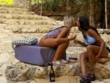 """Shantie en Christina kussen in 'Free Love Paradise': """"We kunnen wel ver gaan samen"""""""
