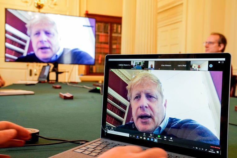 Boris Johnson vergadert vanuit huis nu hij besmet is met het coronavirus.  Beeld EPA